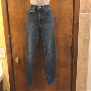 Levi's slimming skinny jeans size 27. Like new